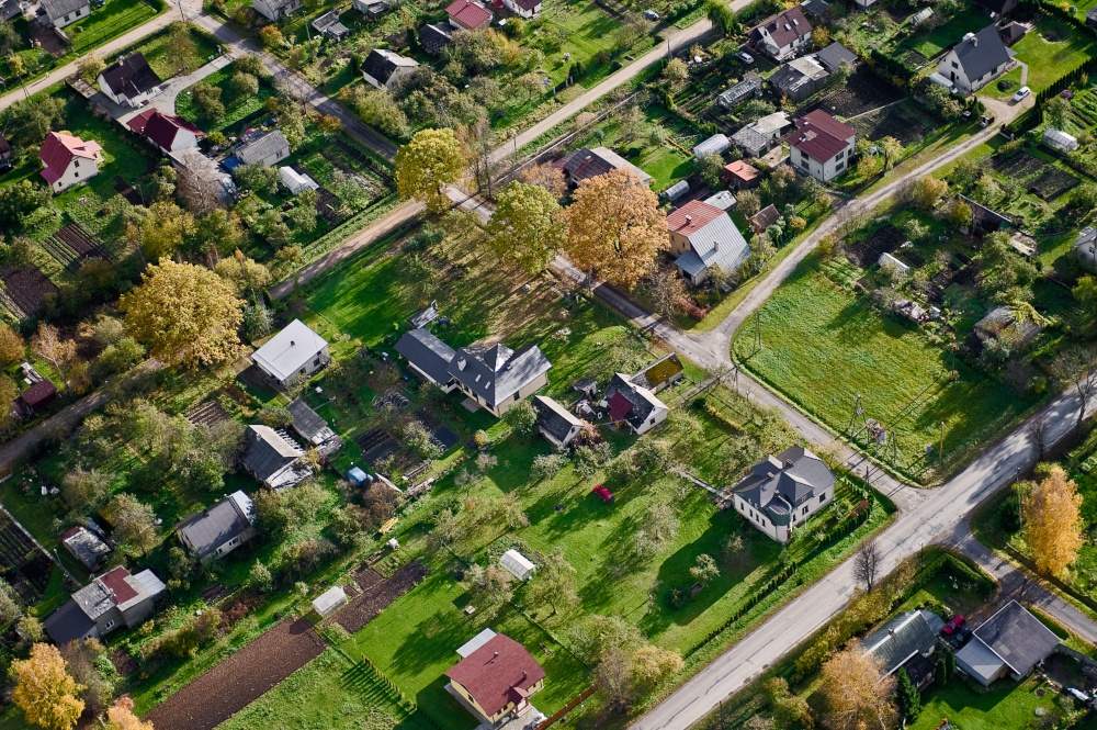 Luftfoto av boligområde med store hager