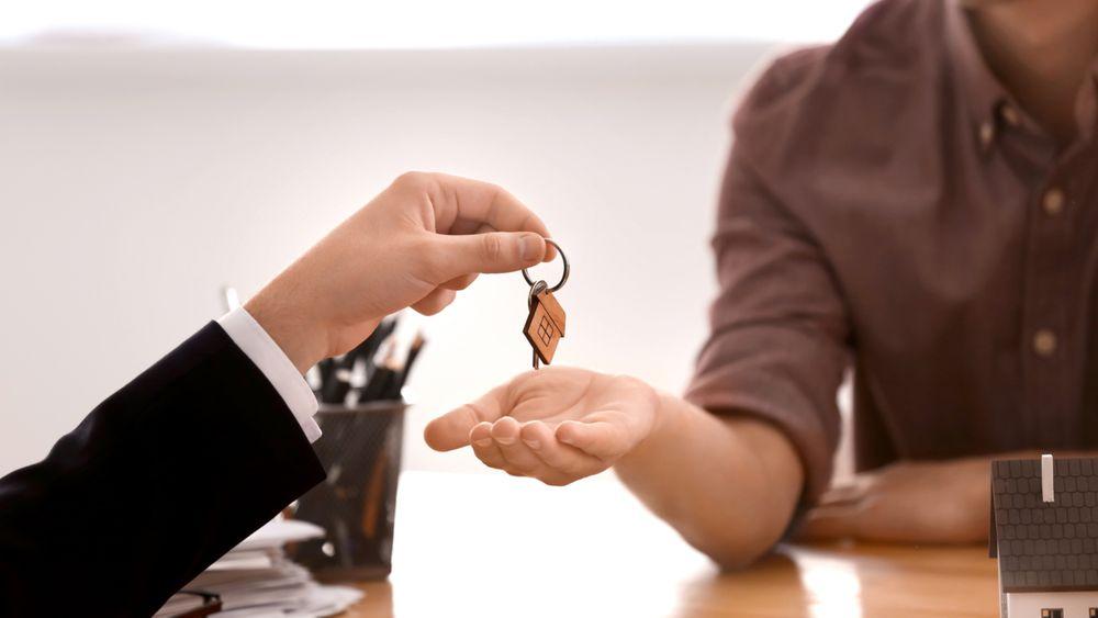 Nordmenn foretrekker å benytte seg av eiendomsmegler når de skal selge bolig.