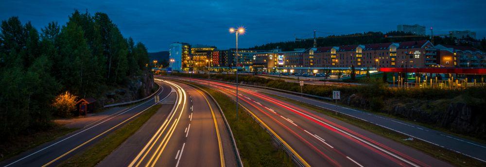 Bilvei og trafikk utenfor Lørenskog