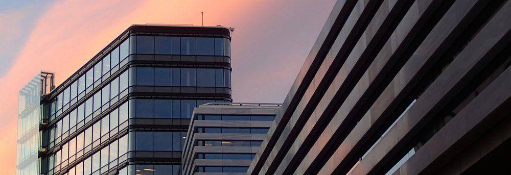 Moderne arkitektur med kontorlokaler og leiligheter på Skøyen i Bydel Ullern