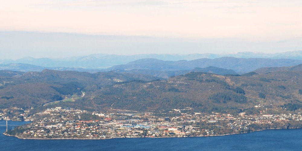 Knarvik sett fra Salhus i Bergen