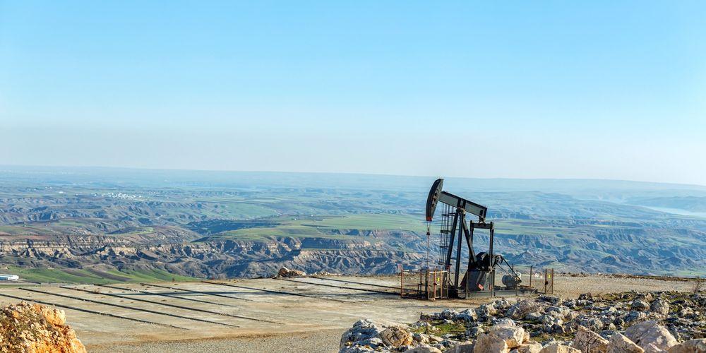 Las energías no renovables provienen de recursos finitos como el gas natural o el petróleo.