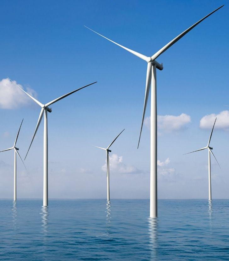 Molinos de viento instalados en alta mar