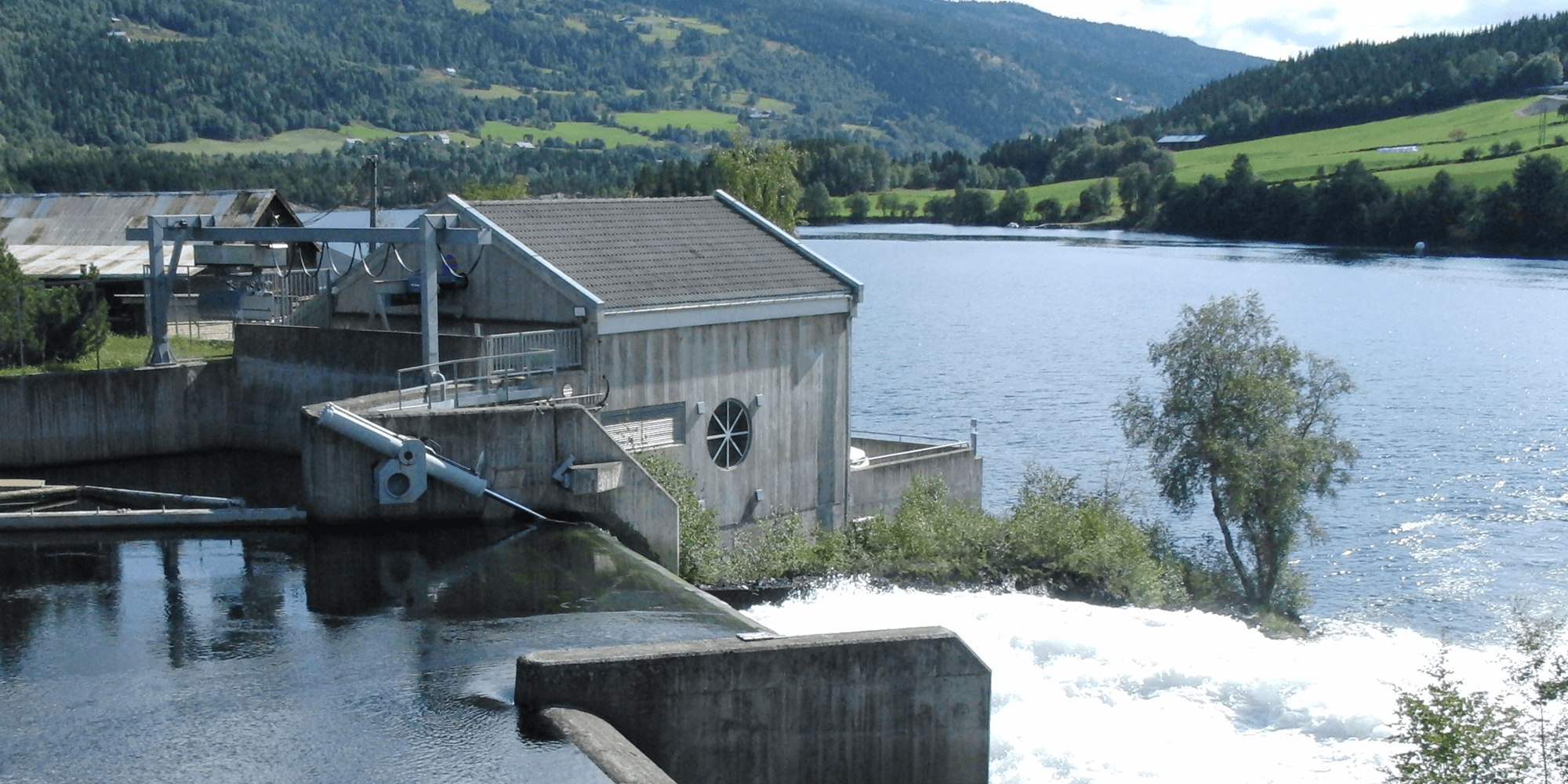 Bilde av et elvekraftverk