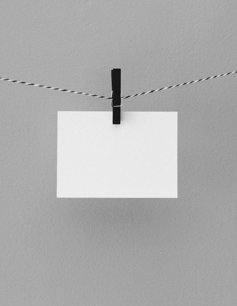 Bilde av et papir i en snor som symboliserer at man kan få én regning