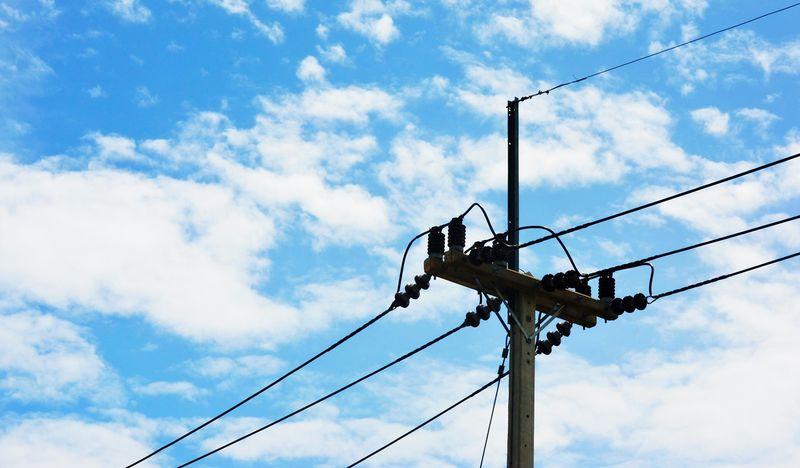 Illustrasjonsbilde: Bilde av en strømmast med blå himmel i bakgrunnen